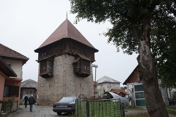 14.9. Plav, Der 1671 errichtete Redžepagić-Turm ist das älteste ehaltene Bauwerk der Stadt.