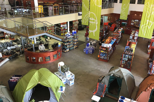 20.4. Shopping bei Cymot, dem Campingparadies in Windhoek