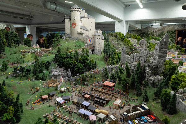 21.06. Miniaturwunderland: Schweiz - Burg Montebello