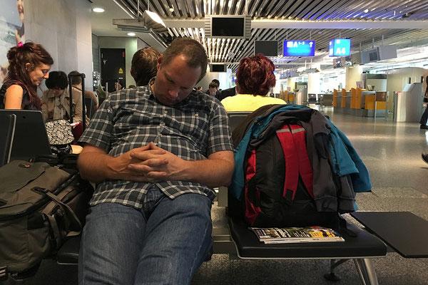 19.05. 3 Filme während des Fluges schaffen einen! Siesta in Frankfurt