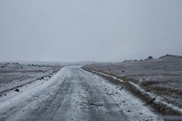 1.8. F 910 zur Askja - es schneit