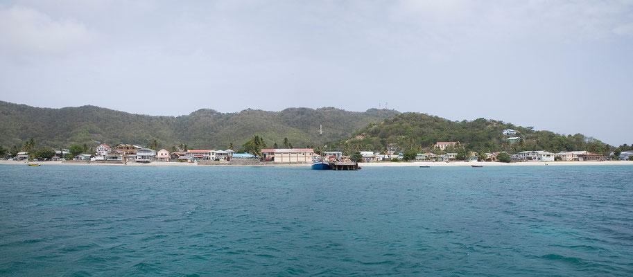 8.5. Mit einer kleinen Passagierfähre fahren wir von St. Georges (Grenada) ...