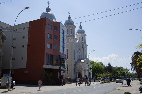 31.05. Allerorts sehen wir riesige orthodoxe Kirchen.