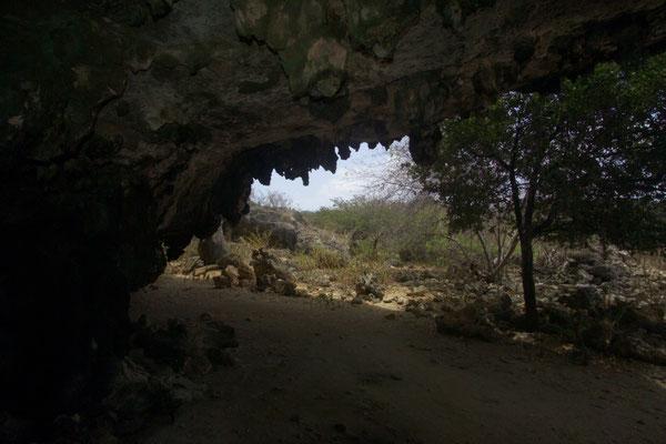 Spelonk: wir sehen uns auch die Höhlen an