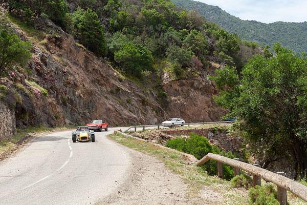 02.06. Auf den Weg nach Porto treffen wir auf die Teilnehmer einer Oldtimer-Rallye.