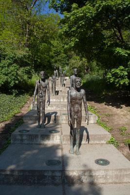 07.05. Der nächste Tag startet mit dem Besuch des Mahnmals für die Opfer des Kommunismus