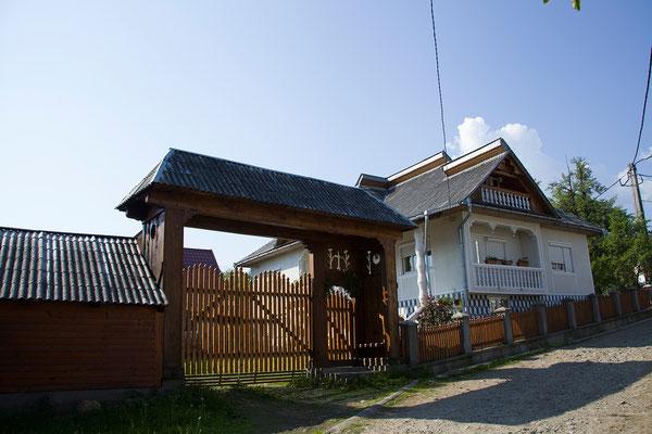 02.06. Neben den Holzkirchen sind die Holztore charakteristisch für die Maramureș.