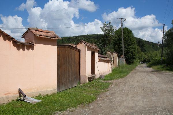 15.6. Durch typische kleine Dörfer Siebenbürgens setzen wir unsere Fahrt fort.