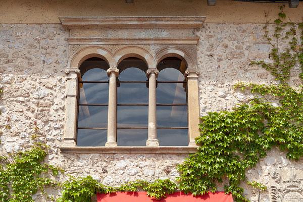 06.05. Nach dem Essen statten wir der Bleder Burg einen kurzen Besuch ab. Sie sollte bereits in neuem Glanz erstrahlen, leider hat sich die Renovierung wegen des strengen Winters etwas verzögert ...