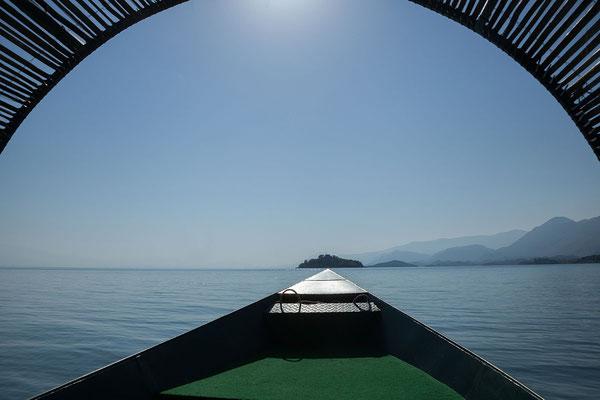 16.9. Am Wasser erschließt sich die gesamte Schönheit des Skadarsko Jezero.
