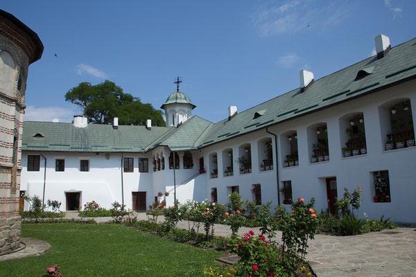 11.06. Das Kloster Cozia wurde 1386 bis 1388 im Auftrag des Fürsten Mircea cel Bătrân erbaut.