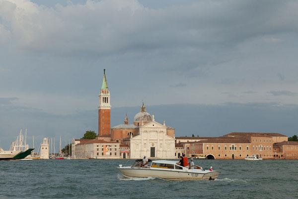 30.06. Zurück geht es wieder mit dem Vaporetto, jetzt im schönen Abendlicht: San Giorgio Maggiore