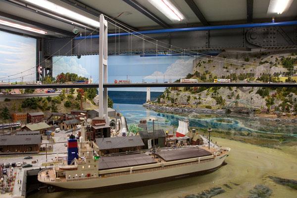24.07. Die Storebaelt Brücke ist mit 8 Metern die längste Brücke im Miniaturwunderland.