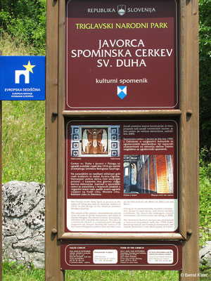 Die Javorca Kirche ist die einzige erhaltene Gedenkkirche des österreichisch-ungarischen Heeres im Gebiet der Isonzofront. Die Kirche wurde von den Soldaten zum Andenken an die gefallenen Kameraden innerhalb von 8 Monaten errichtet.