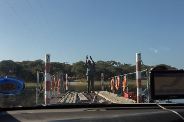 14.05. Mit der Fähre setzen wir wieder zum Makgadikgadi Pans NP über.