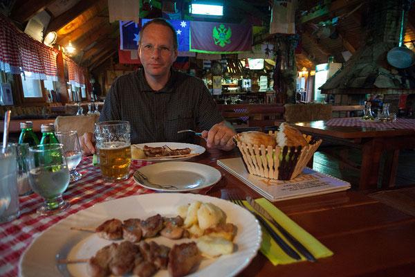 8.9. Wir fahren weiter nach Njeguši und essen dort im Etno Selo Kadmi.