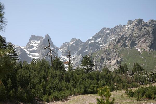 24.5. Die Straße durch das Asco Tal endet auf 1300 m in Haut - Asco.