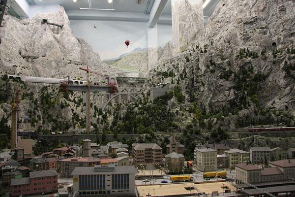 ... steht das 6m hohe Matterhorn.