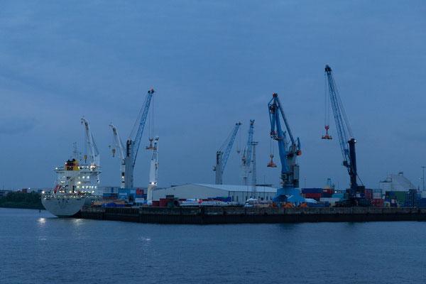 24.06. Dämmerung im Hafen