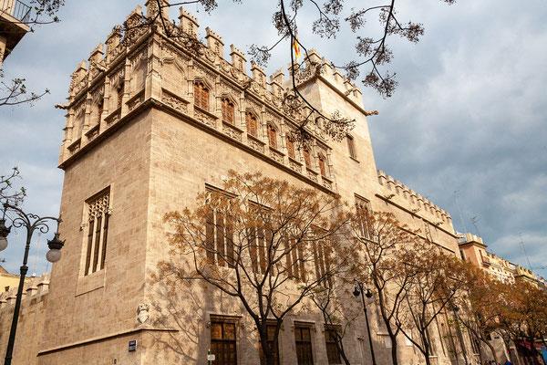 31.03. Die ehemalige Seidenbörse La Lonja zählt zum UNESCO Weltkulturerbe.