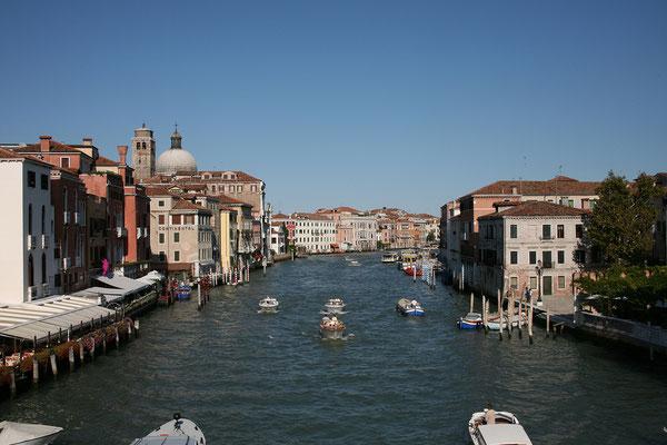 12.09. Canal Grande vom Ponte degli Scalzi aus. Wir spazieren nun durch das Cannaregio - Viertel.