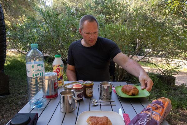 02.06. Frühstück am Camping L'Alzelli, Fango-Tal