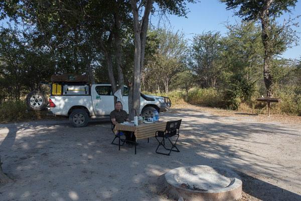 11.05. Nxai Pan NP, unsere Campsite NX 1 liegt ruhig unter Bäumen