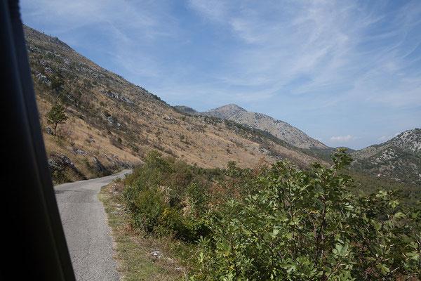 16.9. Wir fahren die malerische Strecke von Murići nach Virpazar, von wo wir gestern gekommen sind.