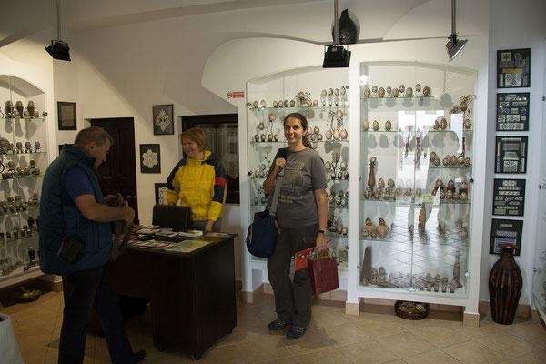17.6. Wir besuchen das Muzeul Ouălor von Lucia Condrea in Moldoviţa.