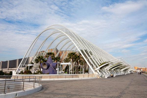 01.04. So wie das Eingangsportal L'Umbracle, ist die gesamte Anlage ein architektonisches Meisterwerk Santiao Calatravas.
