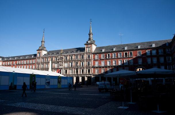 24.09. Die Plaza Mayor ist das bezeichnendste habsburgische Bauwerk und das Kernstück des Madrid de los Austrias.