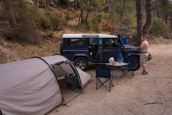 03.09. Der Camping Tuani liegt sehr schön am Ufer der Restonica.