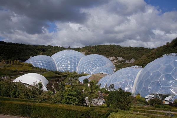 10.09. Eden Project entstand innerhalb von 6 Jahren in einer stillgelegten Kaolinbaugrube.