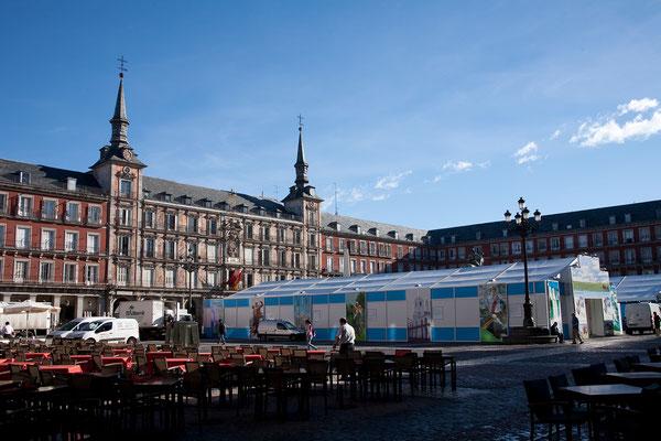 24.09. Die Plaza Mayor wurde 1619 angelegt und ist ein großer, rechteckiger Platz mit Arkaden und neun Eingangstoren.