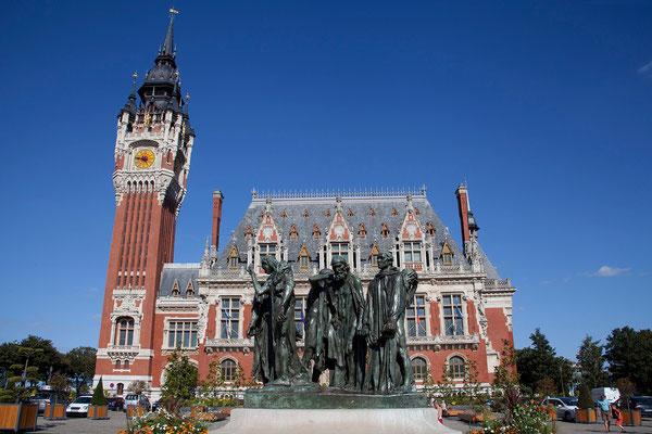 31.08. Rathaus mit Rodin-Statue, Calais