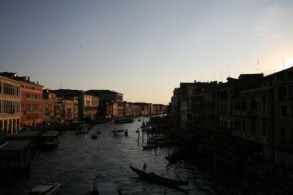 12.09. Blick von der Rialto Brücke