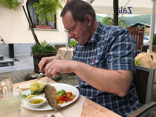 05.05. Zu Mittag essen wir ausgezeichnet in Kamnik.