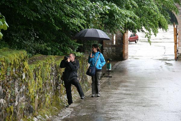 14.6. Kloster Tismana - Während unseres Besuchs regnet es immer wieder.  © Monika/Klaus H.