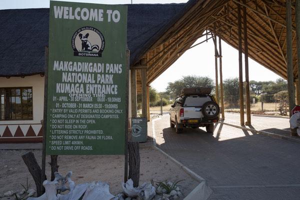 14.05. Khumaga Gate des Makgadikgadi Pans NP
