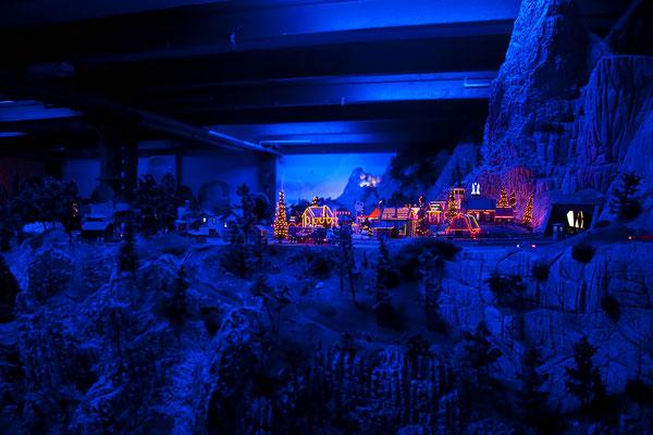 24.07. Miniaturwunderland: Weihnachtsdorf am Rande der Rocky Mountains