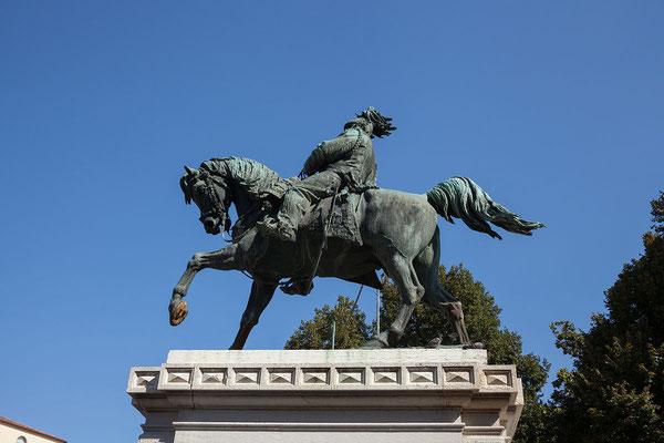 24.09. Verona - Reiterstandbild von König Vittorio Emanuele II auf der Piazza Brà