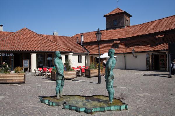 06.05. David Černý Skulpturen im Hof des Kafka Museums