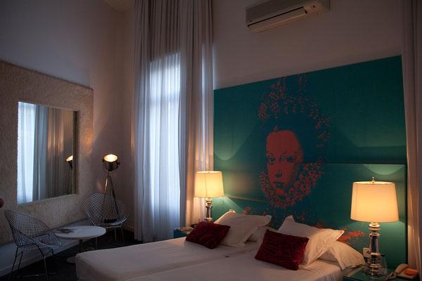 23.09. Unser Zimmer im Room Mate Laura erstreckt sich über 2 Etagen ...