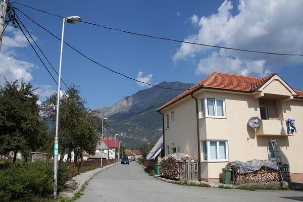 14.9. In Gusinje ist man benahe mitten drin im Prokletije Gebirge und bereits mit einem Fuß in Albanien.
