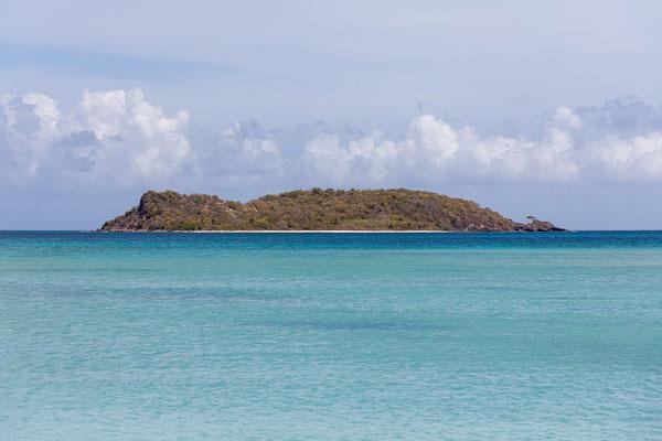 Paradise Beach: Blick auf Mabouya Island
