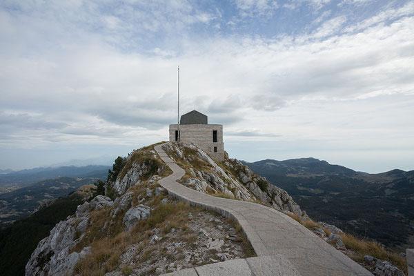8.9. Das Mausoleum wurde mit seinen spektakulären Skulpturen vom kroatischen Künstler Ivan Meštrović gestaltet.