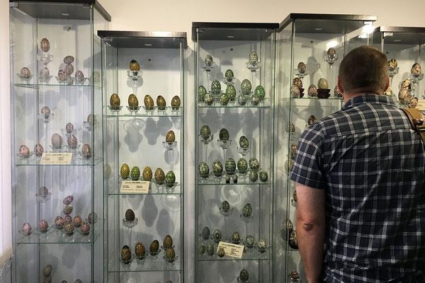 17.6. Im Museum sind Werke Lucias, Historische Eier aus der Bucovina und bemalte Eier aus aller Welt (die Lucia mit internationalen Künstlern tauscht) ausgestellt.
