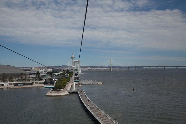 17.09. Parque das Nações: die Ponte Vasco da Gama im Hintergrund ist mit 17 km die längste Brücke Europas