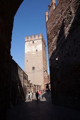 24.09. Verona - Vom Castelvecchio führt der Ponte Scaligero über den Adige.
