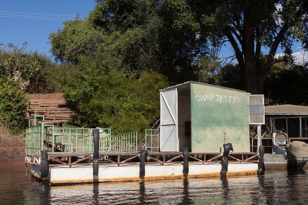 Unser Bootsführer bezahlt den Eintritt im Büro der Nationalparkbehörde.
